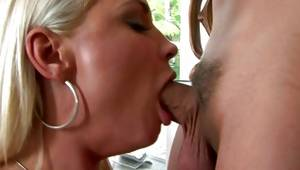 Yellowish haired fierce bitch gets her slit blowbanged off