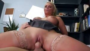 Blondie doing unbelievable things with a sweetmeat